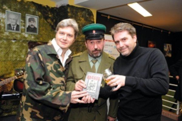 Televízny humor robili aj tieto tváre. Štefan Skrúcaný a Rastislav Piško sa podieľali na reláciách ako Apropo či Telecvoking, Peter Marcin stál napríklad za Uragánom.