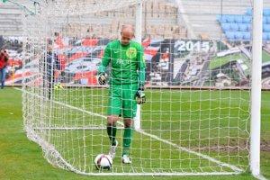 Na snímke sklamaný brankár Žiliny Miloš Volešák, ktorý inkasoval gól po vlastnej chybe.