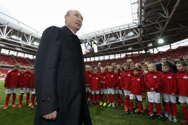 Na štadióne Spartaka Moskva sa bude hrať aj MS vo futbale. Otvoril ho Vladimír Putin.
