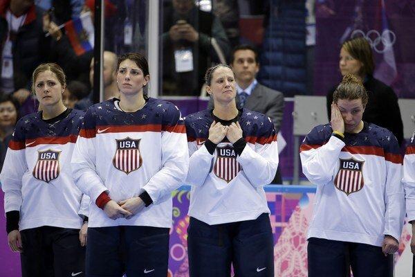 Američanky síce sú úradujúce majsterky sveta, no na ZOH v Soči triumfoval odveký rival z Kanady.