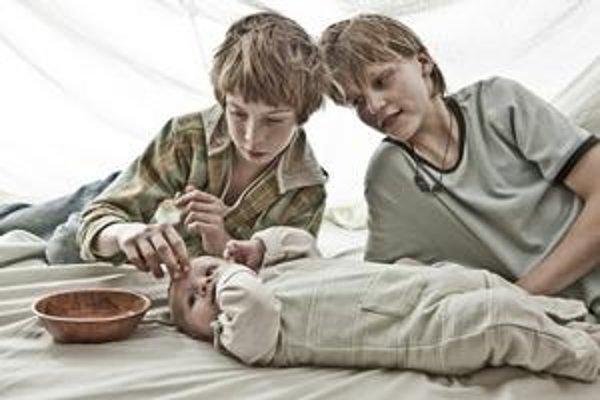Až príliš slobodná slobodná matka – o najmladšie dieťa sa starajú jej starší synovia.