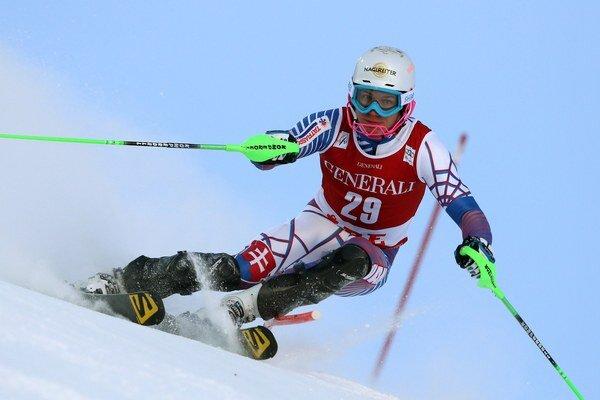 Adam Žampa na trati prvého kola preteku Svetového pohára v slalome mužov švédskom Aare 14. decembra.