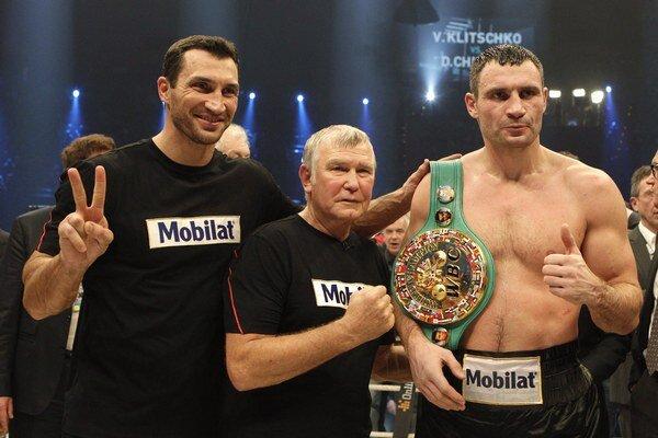 Bývalý tréner boxerských súrodencov Vitalija a Vladimira (vľavo) Kličkovcov Fritz Sdunek.