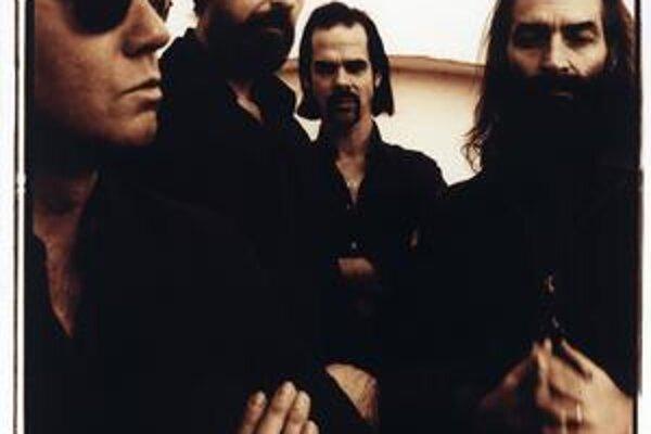 Grinderman. Nick Cave stojí úplne vzadu, vpravo Warren Ellis, ktorého mnohí považujú za šéfa tejto kapely.
