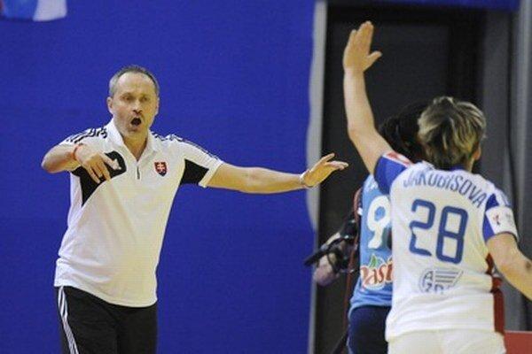 Tréner Poloz v akcii.
