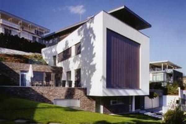 Rodinný dom Hrozno v Bratislave. Jeho autor Ľubomír Závodný si pochvaľoval dobrú komunikáciu s majiteľmi, čo sa odrazilo aj na výslednej stavbe.