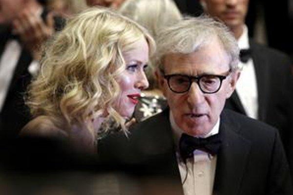 Herečka Naomi Wattsová a Woody Allen na premiére jeho nového filmu.