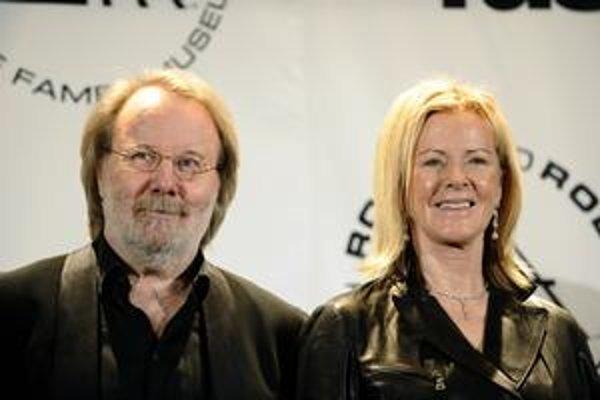 Hrali pop, no už sú v spoločnosti rokenrolových hrdinov. Benny Andersson a Anni-Frid Lyngstadová zo skupiny Abba.