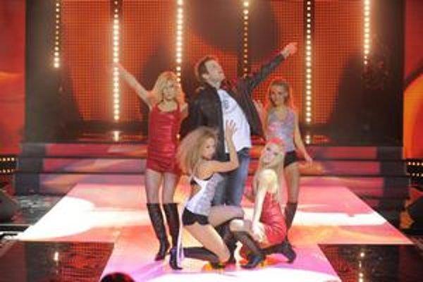 Viac než postup Tomáša Bezdedu televíznych divákov v piatok zaujali súboje Mela Gibsona v Smrtonosnej zbrani.
