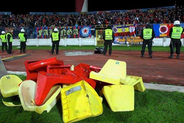 Výtržnosti poznačili aj zápas Európskej ligy medzi Slovanom a Spartou.