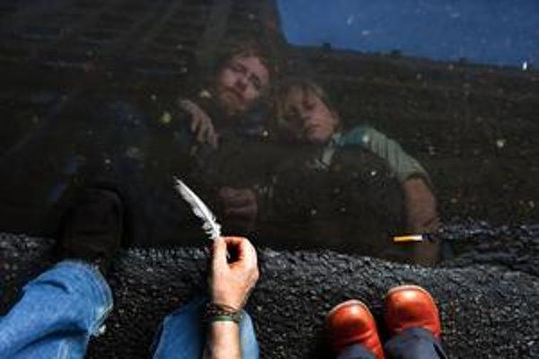 Írsky pesničkár a mladá  Češka už spolu chodia iba do nahrávacieho štúdia.