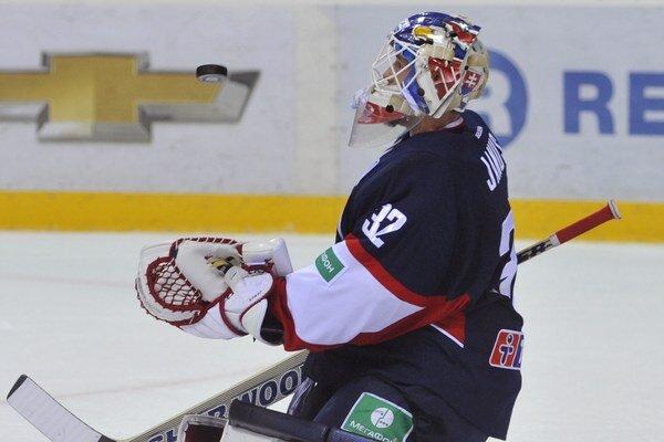 V bránke Slovana opäť dostal prednosť Jaroslav Janus. V polovici zápasu ho vystriedal Backlund.