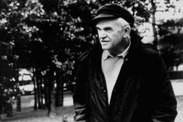 Milan Kundera  (1. apríla 1929), napísal Žert, Směšné lásky, Život je jinde, Valčík na rozloučenou, Kniha smíchu a zapomnění, Nesnesitelná lehkost bytí, Nesmrtelnost, La Lenteur (Pomalost), L' Identité (Totožnost), L' Ignorance (Nevědomost), ďalej hry Jak