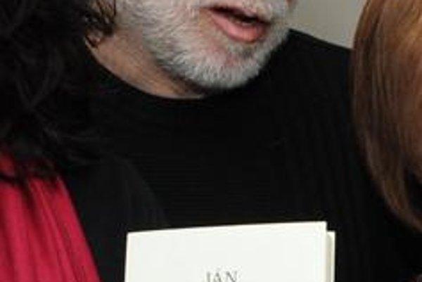 Ján Štrasser (1946), básnik, textár, publicista, prekladateľ. Vydal deväť básnických zbierok a niekoľko kníh piesňových a publicistických textov, v poslednom čase vydáva knihy rozhovorov so známymi osobnosťami. Prekladá z ruštiny a spolu s Petrom Zajacom