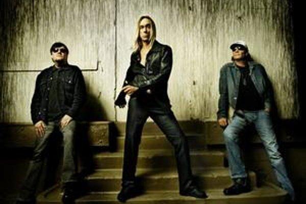 Ron Asheton (vľavo) na fotografii s The Stooges.