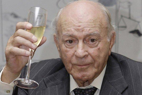 Alfrédo di Stéfano je v nemocnici.