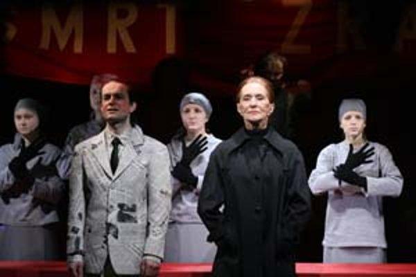Mezzosopranistka Soňa Červená je dušou opernej inscenácie o Milade Horákovej.