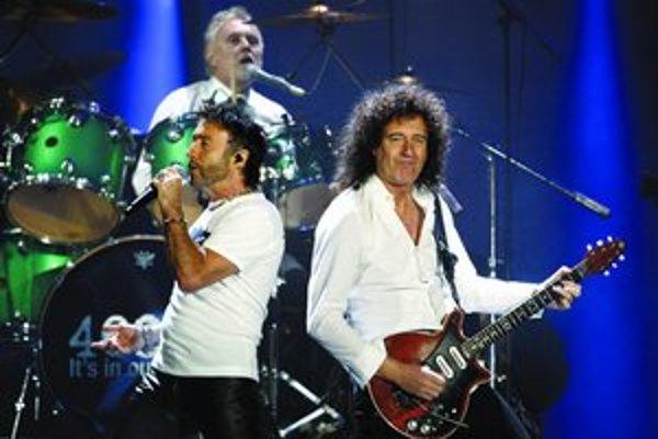 Súčasná podoba Queen – Paul Rodgers (vľavo), Brian May a vzadu Roger Taylor.