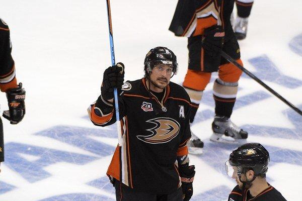 Pravé krídlo Anaheimu Ducks Teemu Selänne sa lúči v 43 rokoch s fantastickou kariérou v NHL.