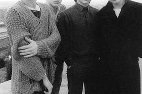 Skupina U2 ako štyria mladíci v časoch albumu Boy.
