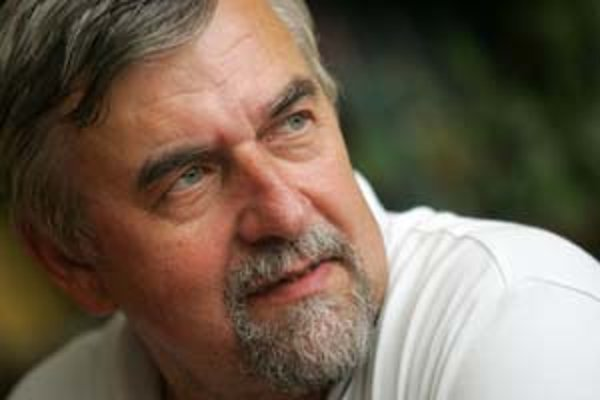 PhDr. Peter Maráky (1950) - Absolvent etnografie na Filozofickej fakulte Univerzity Komenského v Bratislave začal roku 1975 v Kysuckom múzeu ako dokumentarista, neskôr sa stal jeho riaditeľom. V roku 1985 sa stal riaditeľom Pamiatkového ústavu, o dva roky