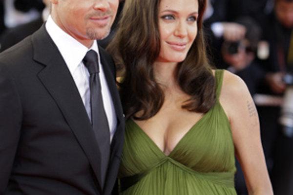 Angelina Jolie s partnerom Bradom Pittom.