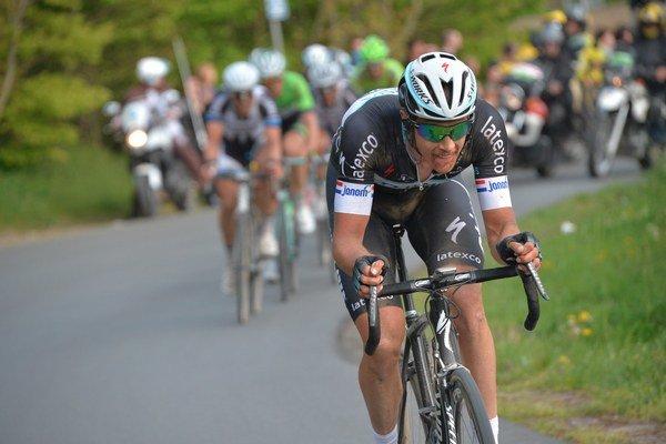 Niki Terpstra sa pred cieľom odpútal do skupinky aj so Saganom.