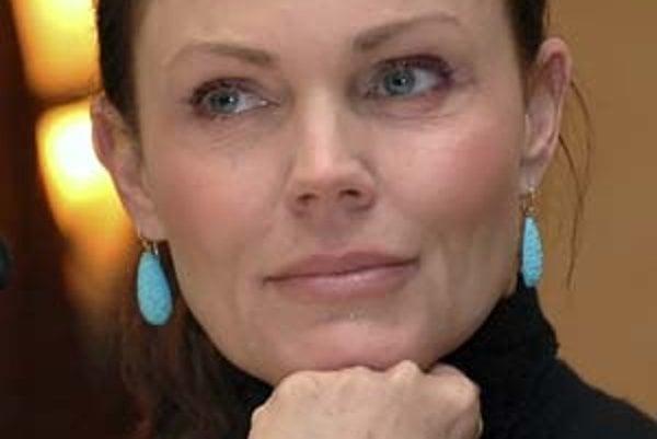 Belinda Carlisle (narodená v roku 1958). Preslávila sa ako členka novovlnej dievčenskej skupiny Go-Go's. V polovici 80. rokov sa vydala na sólovú dráhu a zaznamenala viacero veľkých hitov.