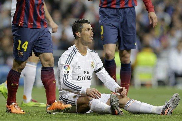 Cristiano Ronaldo sa v bielom drese Realu po zápase s Barcelonou veľmi hneval.
