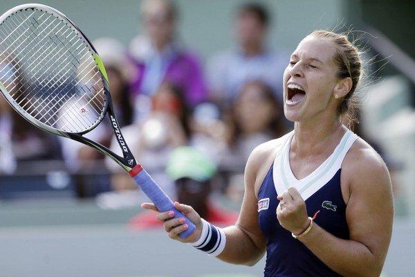 Dominika Cibulková vyhrala štvrťfinále Masters v Miami s Agnieszkou Radwanskou v troch setoch 3:6, 7:6, 6:3.