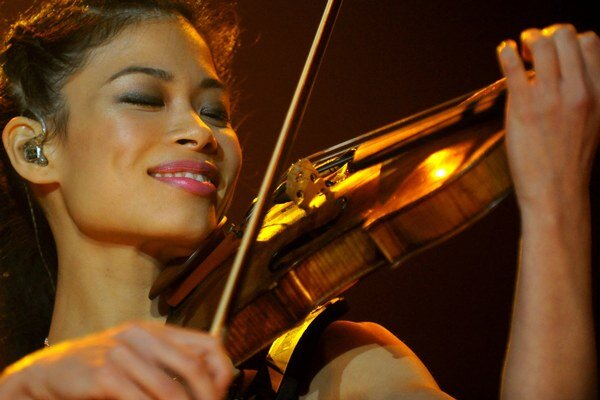 Na snímke z 23. októbra 2008 husľová virtuózka Vanessa Mae v košickej Steel Aréne.