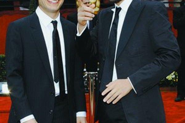 Gael García Bernal (vľavo) a Diego Luna hrali vo filme Mexická jazda chlapcov z bohatej rodiny, čo jedno leto vytriezveli. Neskôr sa rozhodli angažovať vo filmovom priemysle a presadiť, aby zisk z premiér mexických filmov putoval na charitu.
