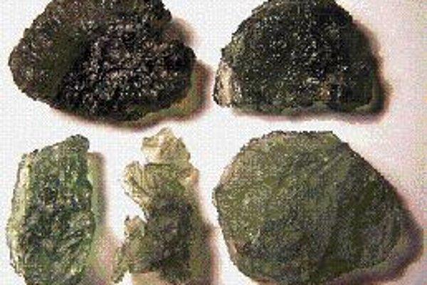 Do hvezdárne za vltavínmi Výstavu cennej kolekcie šesťdesiatich vzácnych vltavínov poriada brnianska hvezdáreň na Kravej Hore. Väčšina pochádza z Moravy, niektoré vzácnejšie a väčšie sú z Čiech. Vltavíny patria medzi takzvané tektity, čo je vlastne príro