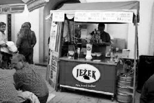Radničné dni s malými pivovarmi V piatok a sobotu ožije stred mesta Brna - Radnická ulica a Stará radnica stánkami s najrôznejšími značkami a druhmi pív. Svoju produkciu tento rok predstaví 13 malých pivovarov z Českej republiky.Súčasťou podujatia bude