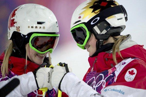Vľavo Justine Dufourová-Lapointeová, vpravo jej sestra Chloé.