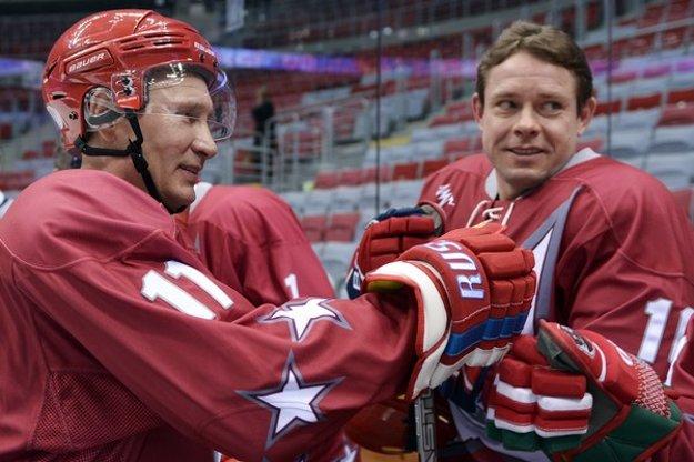 Pavel Bure (vpravo) s ruským prezidentom Vladimirom Putinom.