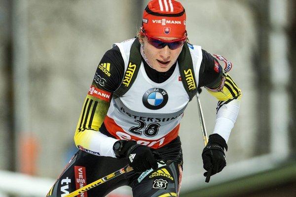 Slovenská biatlonistka Anastasia Kuzminová počas vytrvalostných pretekov 1. kola Svetového pohára v biatlone na 15 km vo švédskom Östersunde.