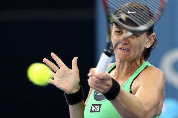 Austrálčanka Casey Dellacqua v súboji proti Galine Voskoboeve z Kazachstanu. Postúpila domáca tenistka.
