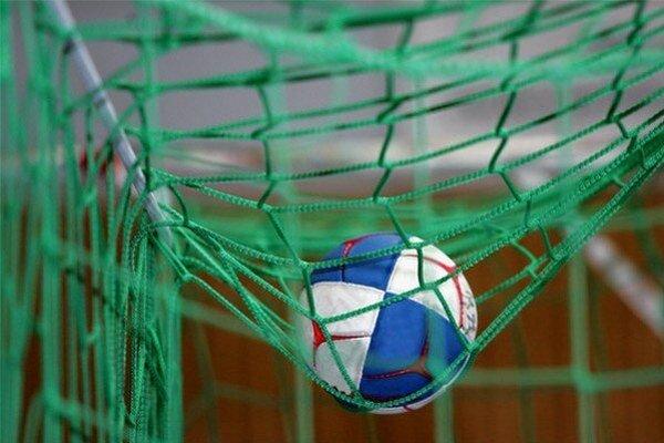 Tradičný turnaj v hádzanej mužov o Vianočný, resp. Novoročný pohár bol v 17. ročníku bez účasti slovenských reprezentantov.