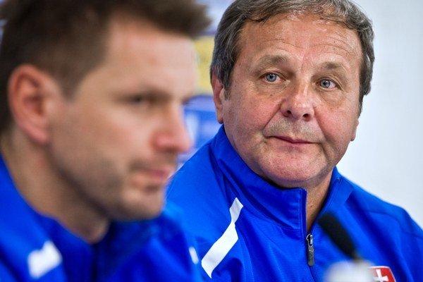 Dvojica reprezentačných trénerov Štefan Tarkovič (vpredu) a Ján Kozák.