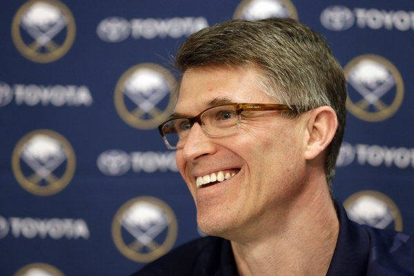 Generálneho manažéra Darcy Regiera stál nevydarený vstup do sezóny prácu.