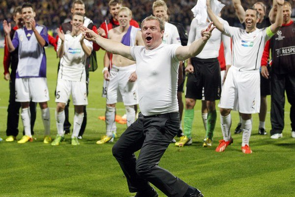 Pavel Vrba takto tancoval po postupe klubu do skupinovej fázy Ligy majstrov na ihrisku slovinského Mariboru.