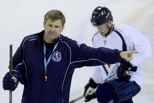 Prísny tréner Rostislav Čada pozná recept na prehry - viac práce v príprave, v zápasoch.