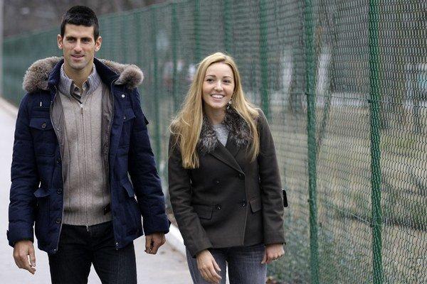 Srbský tenista Novak Djokovič a jeho priateľka Jelena Rističová.