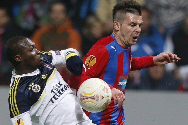 Slovenský hráč Plzne Michal Ďuriš (vpravo).