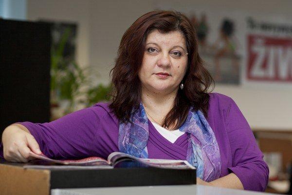 Knihy píše Monika Macháčková popri práci redaktorky. K počítaču si sadá v noci, keď všetko navôkol stíhne.