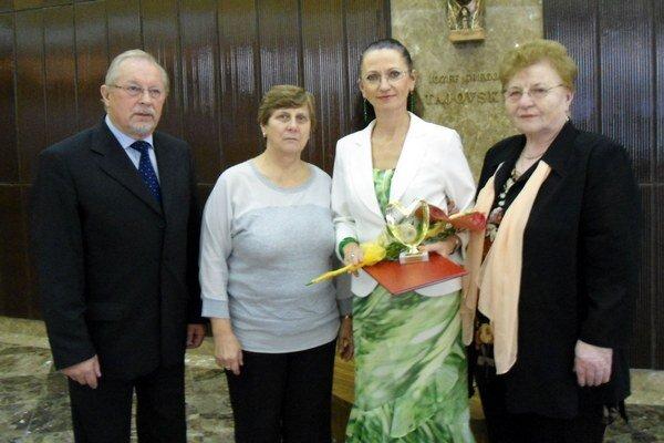 Členky združenia so zástupcom starostu Stanislavom Bečicom.