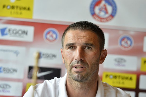 Tréner Trenčína Martin Ševela.