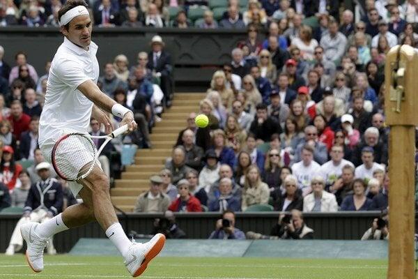 Roger Federer v prvom kole proti Rumunovi Hanescovi hral s oranžovými podrážkami.