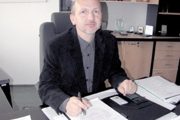 Štefan Čechovič, nový krajský riaditeľ Pochádza z Cífera, v Policajnom zbore SR pôsobí od roku 1991. V roku 1997 sa stal riaditeľom odboru vyšetrovania ekonomickej kriminality na Krajskom úrade vyšetrovania PZ v Trnave. Odroku 2007 sa stal prvým zástupcom